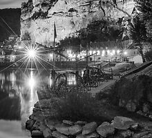 La Roque Gageac at night by Chris Tarling