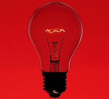 Floating bulb on red background by mattiaterrando