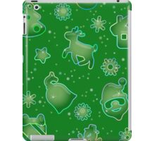 Seamless pattern for Christmas on green background iPad Case/Skin