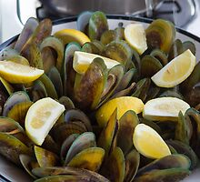 Green Mussel Lunch by Yukondick