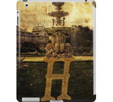 Grungy Melbourne Australia Alphabet Letter H Hochgurtel Fountain iPad Case/Skin