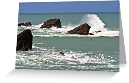Waves crashing against rocks by JEZ22