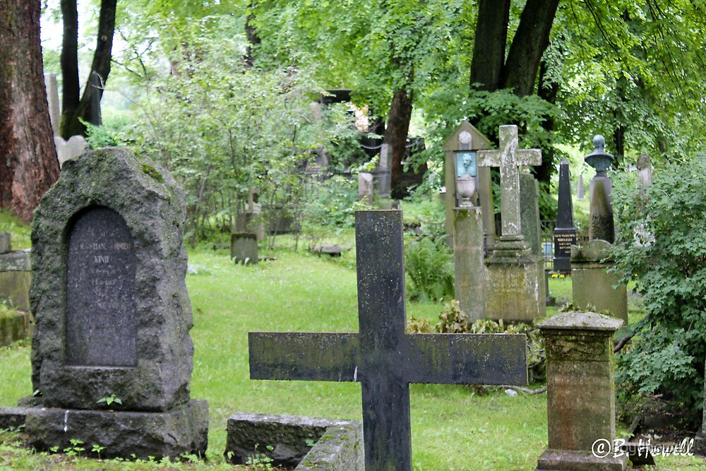 Cemetery in Trondheim outside of the Nidaros Cathedral by boydhowell