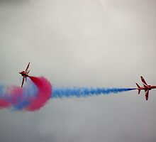Red Arrow Pair by JordanHembrow