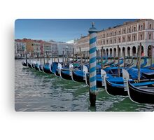 Bows In Canvas Print