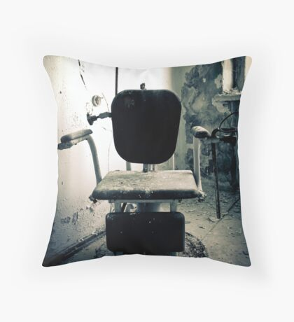 Asseyez-vous Throw Pillow