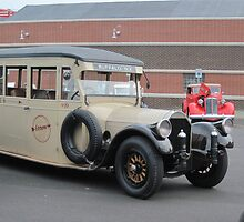 1919 Pierce-Arrow bus by Ray Vaughan