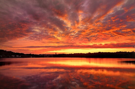 Red Burning Sky by LudaNayvelt