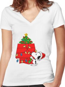 Snoopy christmas Women's Fitted V-Neck T-Shirt