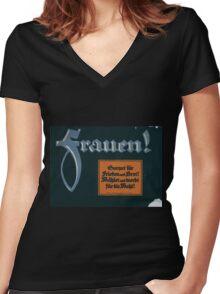 Frauen! Sorget für Frieden und Brot! Wählet und werbt für die Wahl! 1379 Women's Fitted V-Neck T-Shirt