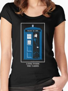 Look Inside the TARDIS Women's Fitted Scoop T-Shirt