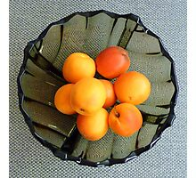 Apricots in a glass dish Photographic Print