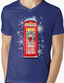 British Red Telephone Box In Falling Christmas Snow Mens V-Neck T-Shirt
