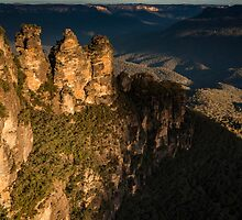 Three Sisters & Echo Point at Katoomba by KeithMcInnes
