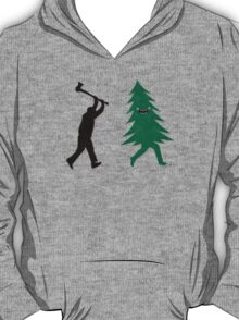 Funny Christmas Tree Hunted by lumberjack (Funny Humor) T-Shirt