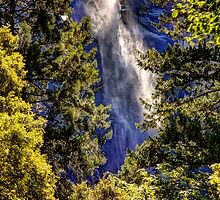 Bridal Veil Falls by Dale Lockwood