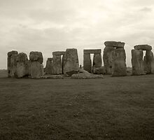 Stonehenge - Black and White by DarkArrow