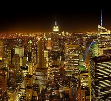 Night view of Manhattan from the Top of the rock by Zoltán Duray