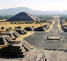 Teotihuacan - Avenue of the Dead by distracted