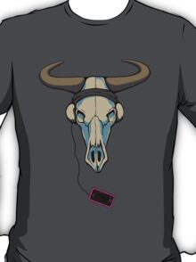 Skull likes music too T-Shirt