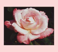 Dewy pink rose Kids Tee