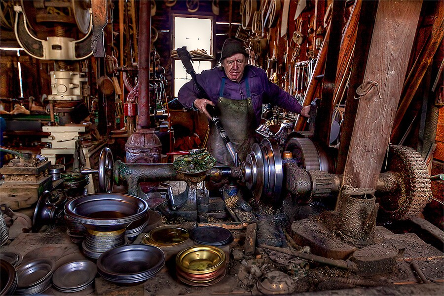SPINNING GOLDPANS by Lynden