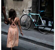 Father and daughter in Florence by Esmé Lammers