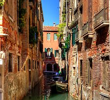 A canal in Sestiere di San Polo by Tom Gomez