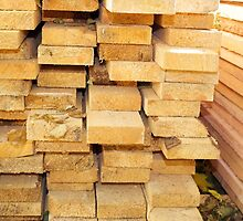 Stacks of new pine boards for the construction of close up by vladromensky