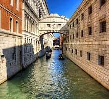 Ponte dei Sospiri by Tom Gomez