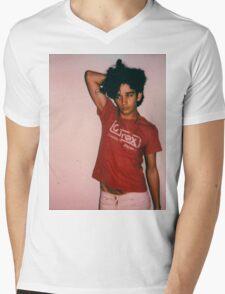 1975 pose Mens V-Neck T-Shirt