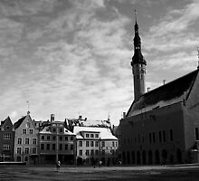 Tallin - Raekoja Plats (Town Hall Square) by Colin Shepherd