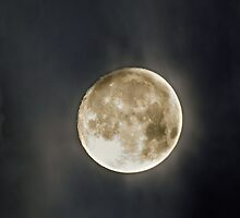 Fullmoon with clouds by Markus Landsmann