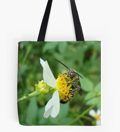 FLOWER WASP IN SPANISH NEEDLES Tote Bag