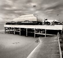 Pier at Burnham by Vickyeastwood