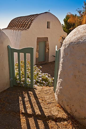 A chapel of love by Konstantinos Arvanitopoulos