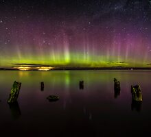 Aurora Australis - New Zealand by Kimball Chen
