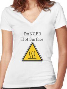 Danger I´m HOT2 Women's Fitted V-Neck T-Shirt