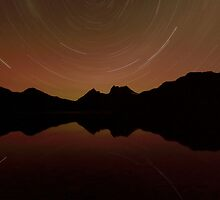 Star Gazing at Cradle Mountain by tinnieopener