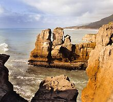 Punakaiki or Pancake rocks by Yukondick