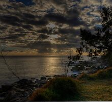 South West Rocks Sunrise. by Warren  Patten