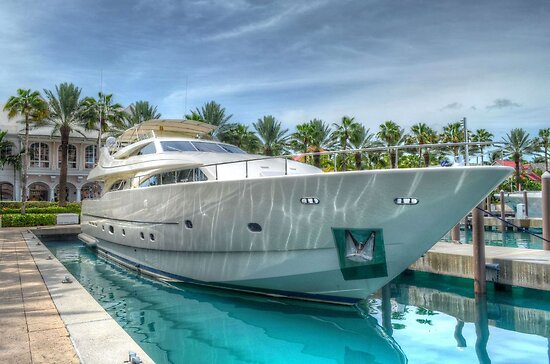 Yacht docked at Atlantis Marina in Paradise Island, The Bahamas by 242Digital