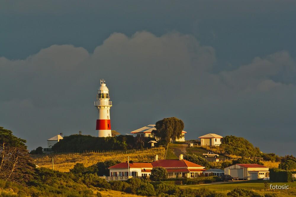 Low Head Lighthouse Tasmania by fotosic