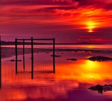 """""""Red Morning At Fisherman's Beach"""" by Phil Thomson IPA"""