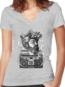 soLo Beats Women's Fitted V-Neck T-Shirt