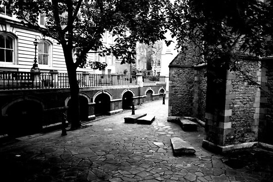 The yard of Temple Church by copacic