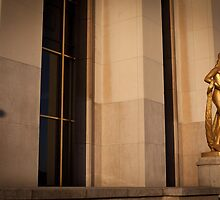 Trocadero's Statue and shadow by glymps