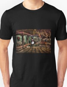 Snowman Winter Scene Unisex T-Shirt