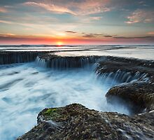 At the Lip of The Cauldron - Blairgowrie, Victoria, Australia by Sean Farrow