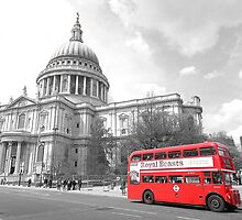 Red Routemaster at St Pauls by DavidWHughes